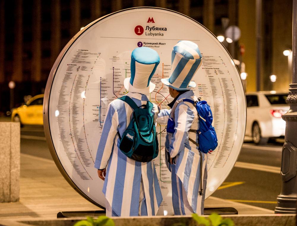 10 / 18 هواداران تیم ملی آرژانتین در مترو مسکو