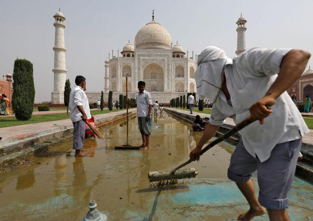 هند به منظور پیشگیری از شیوع کرونا قرنطینه شد