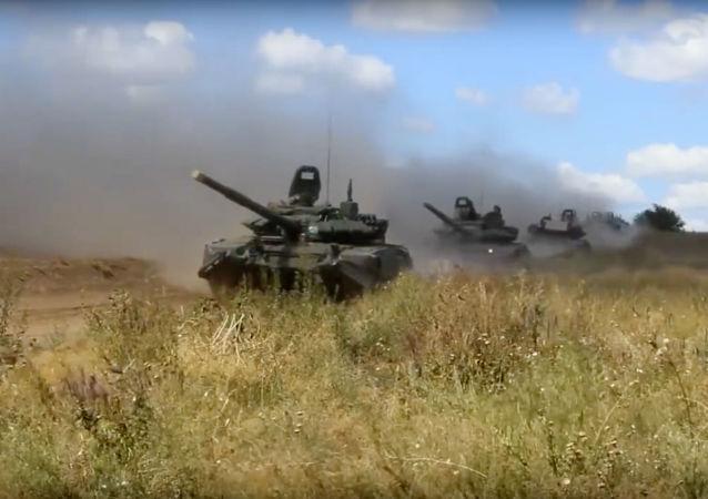 حمله تانکها  در رزمایش نظامی شرق 2018