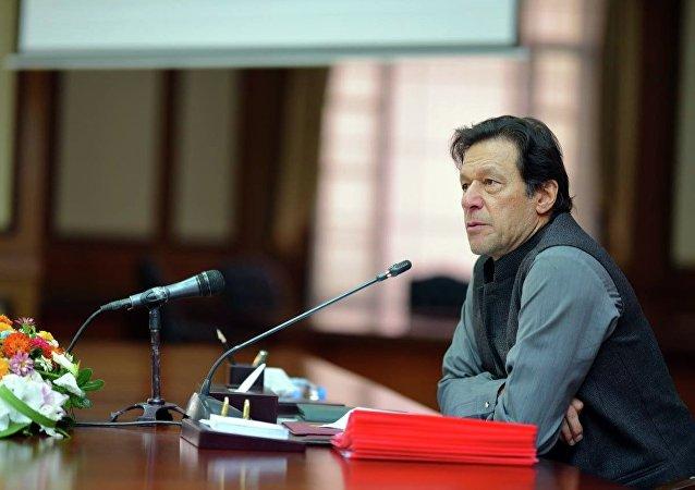 دعوت عمران خان از تیم کریکت افغانستان به پاکستان