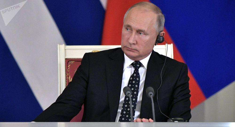 ولادیمیر پوتین، خروج نیروهای خارجی از افغانستان را عجولانه خواند