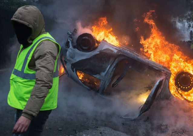 سنت آتش زدن موتر در فرانسه دوباره تکرار شد