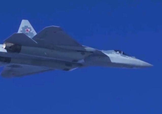 پرواز جنگنده چندمنظوره نسل پنجم سوخو-57 روسی + ویدیو