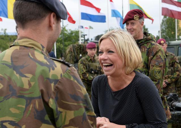 ژانین هینیس، وزیر دفاع هالند، ۱۸ جون ۲۰۱۵