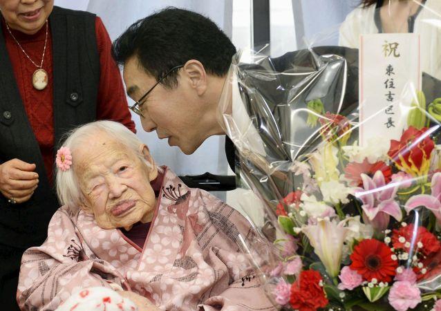 پیرترین زن دنیا تولد 118 سالگی اش را تجلیل کرد