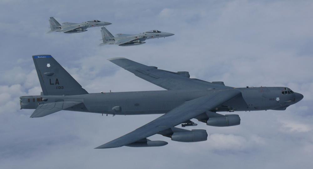 بکارگیری بمب افکن بی-52 از سوی امریکا برای بمباران جنگجویان طالبان