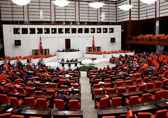 زد و خورد نمایندگان در پارلمان ترکیه بر سر اردوغان  + ویدیو