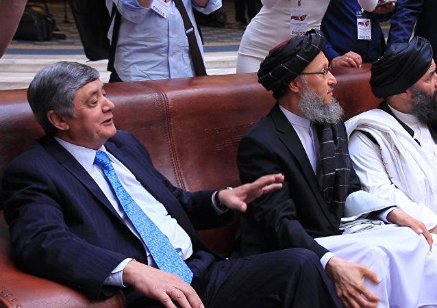 ضمیر کابلوف، نماینده ویژه رئیس جمهور روسیه برای افغانستان در دیدار با نمایندگان دفتر سیاسی طالبان در قطر