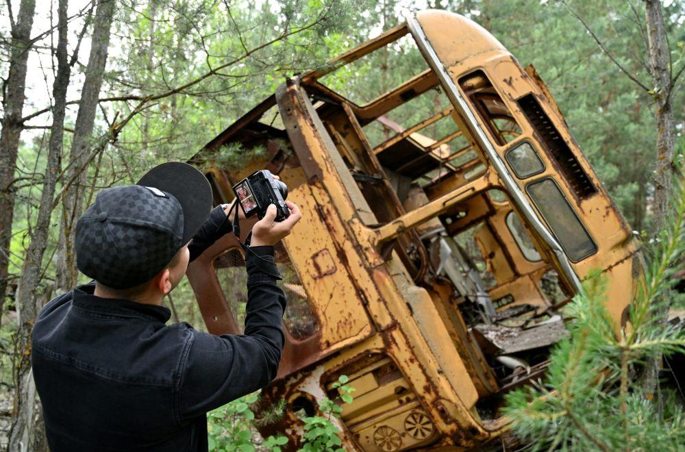 توریستان در نزدیکی نیروگاه اتمی چرنوبیل – اوکراین