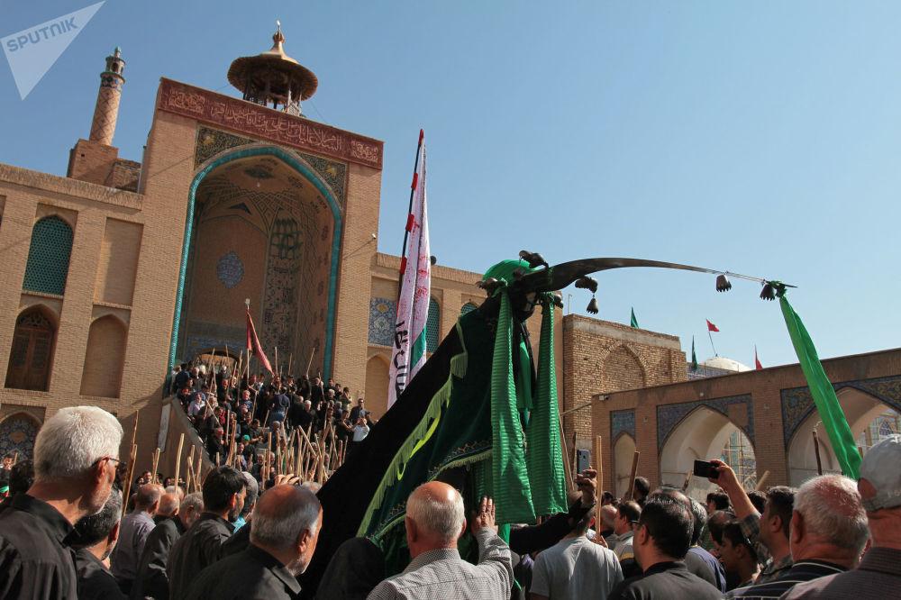 برگزاری مراسم قالیشویان مشهد به روایت تصویر