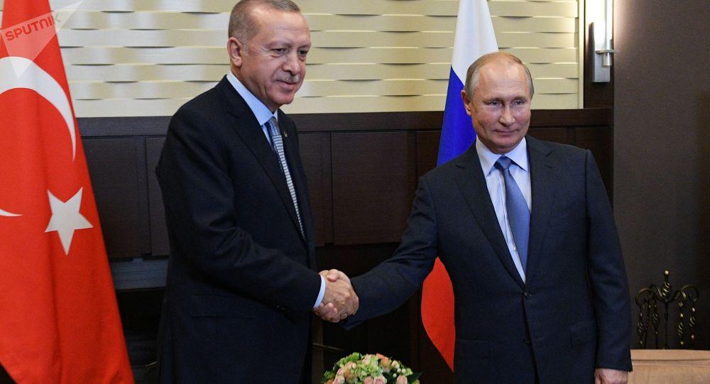 پوتین با اردوغان درباره وضعیت قره باغ صحبت کرد