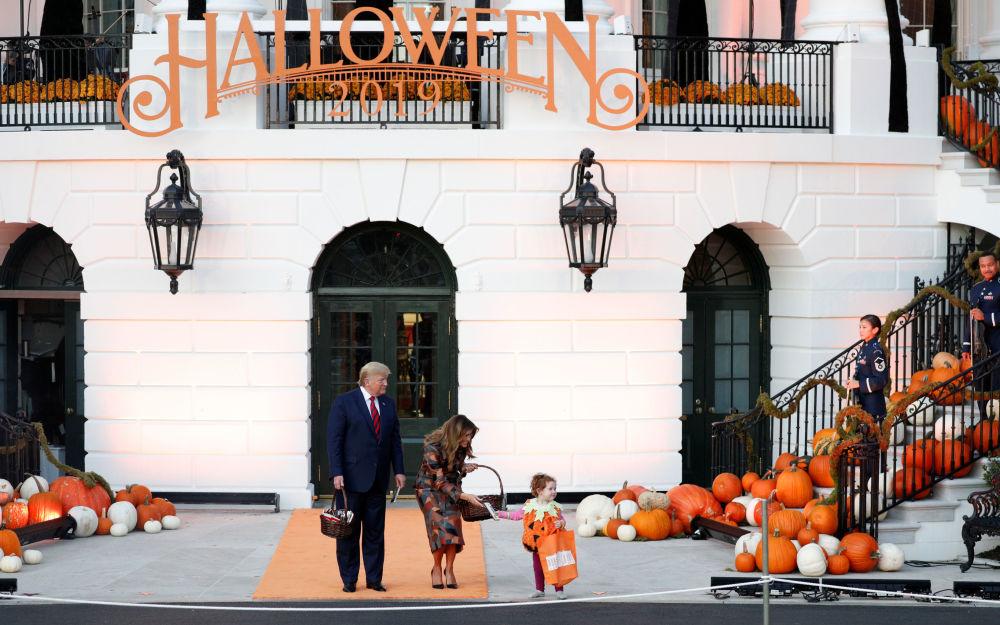 جشن هالووین ترامپ و همسرش در کاخ سفید.