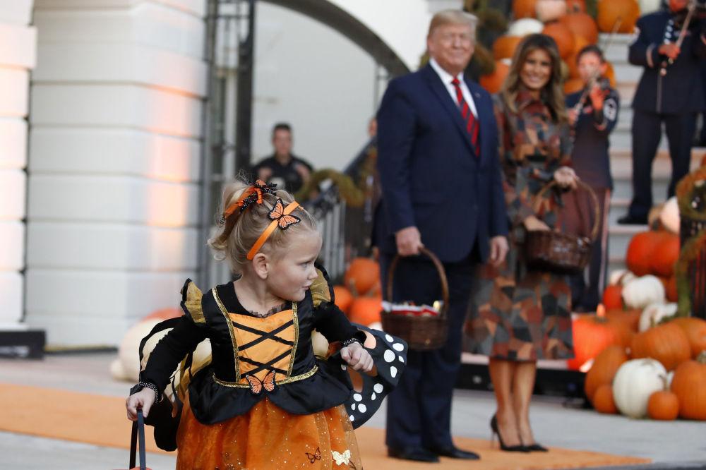 دونالد ترامپ به همراه همسرش در جشن هالووین کاخ سفید.