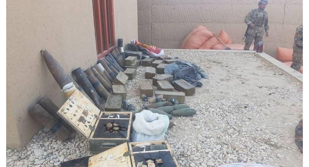 کشف یک ذخیره گاه بزرک جنگ افزار از منزل ولسوال خود خوانده گروه طالبان در فاریاب