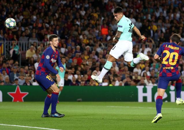 Удар Лаутаро Мартинеса по воротам