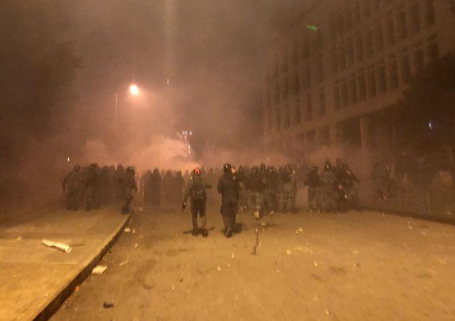 اعتراضات در لبنان؛ معترضین ساختمان شهرداری را به آتش کشیدند + ویدیو