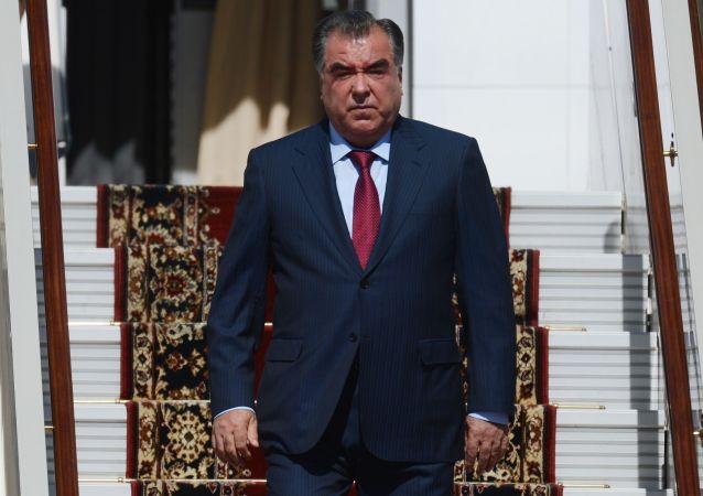 تاجیکستان نیروهای نظامی خود را در مرز با افغانستان مستقر می کند