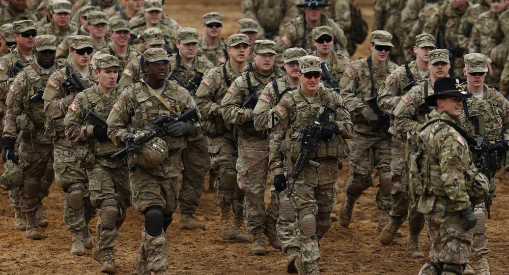 شماری از سربازان مسلح امریکایی برای انتقال تعدادی از کارمندان سفارت امریکا به کابل میآیند