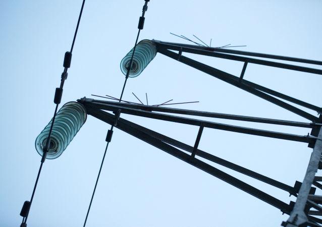 ازبکستان: برق رسانی به افغانستان را قطع نمی کنیم