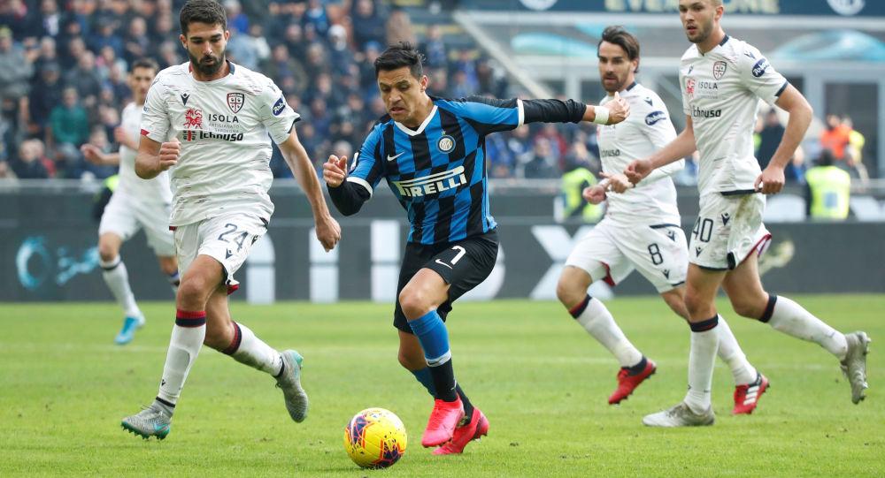 Inter Milan's Alexis Sanchez in action with Cagliari's Paolo Farago
