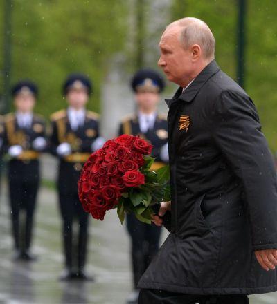 رئیس جمهور پوتین بر مقبره سپاهی گمنام گل گذاشت