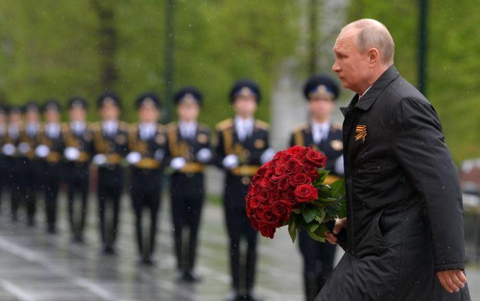 رئیسپوتین به آرامگاه سرباز گمنام در مسکو تاج گل نثار کرد
