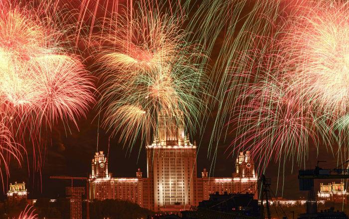 شبی که مسکو خواب ندارد؛ آتشبازی به مناسبت 75 سالگرد پیروزی