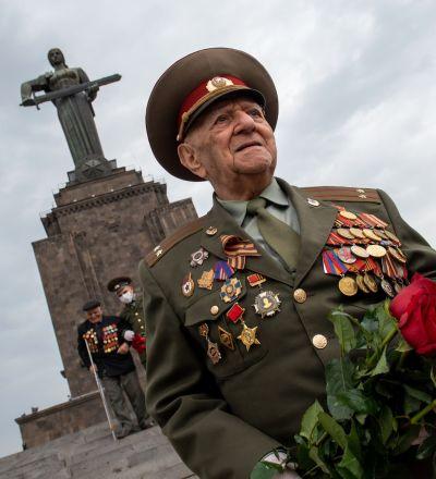 واکنش عاطفی یک سابقهدار جنگ به سخنان پوتین در رژه پیروزی +  ویدئو