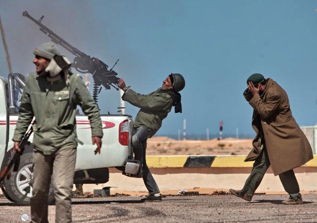 اتشباری افراد مسلح لیبیا بر طیارات شکاری