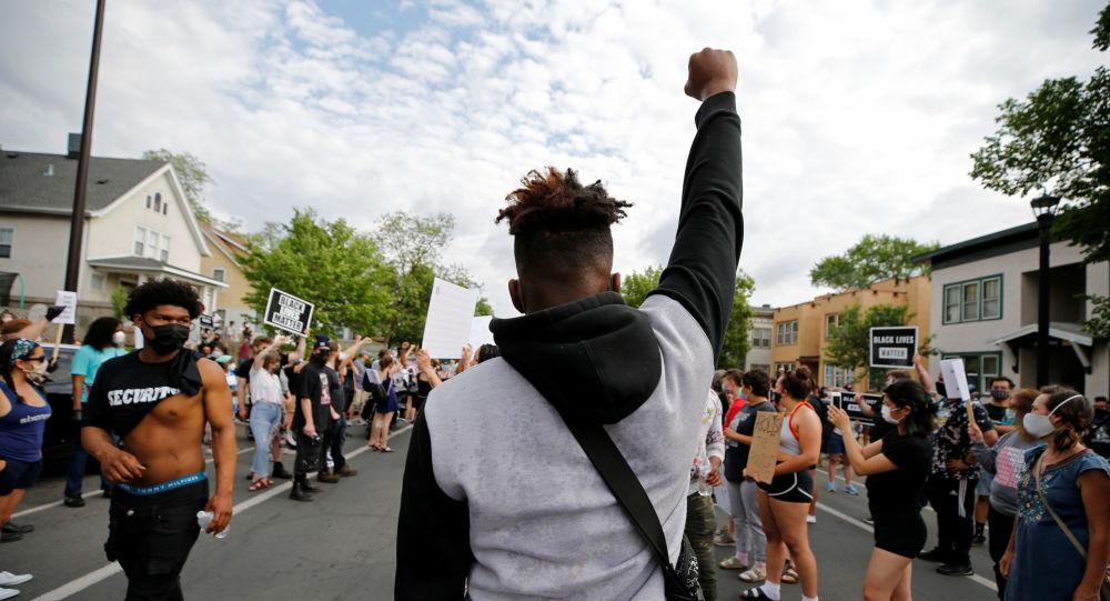 ادامه اعتراضات در امریکا؛ شهر مینیاپولیس 72 ساعت حالت اضطرار اعلام شد