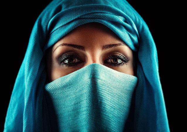 چاپ تصاویر زنان عرب بر روی جلد مجله مد وگ + عکس