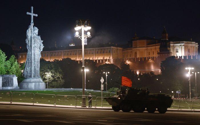 تمرینات شبانه برای تجلیل از روز پیروزی بر آلمان نازی در مسکو