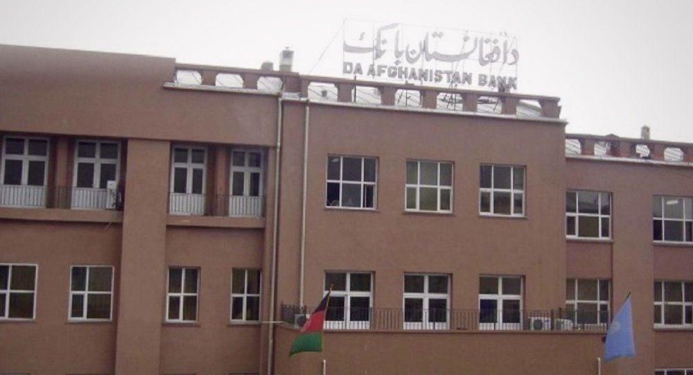 بانک مرکزی افغانستان: تمام حوالهها با پول افغانی پرداخت شود