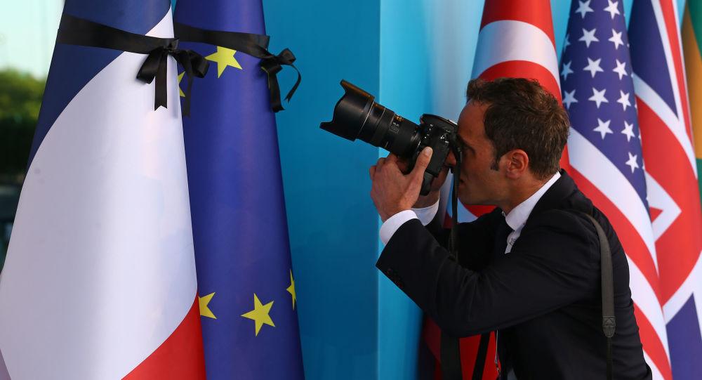 فرانسه سفیران خود را از امریکا و استرالیا فراخواند