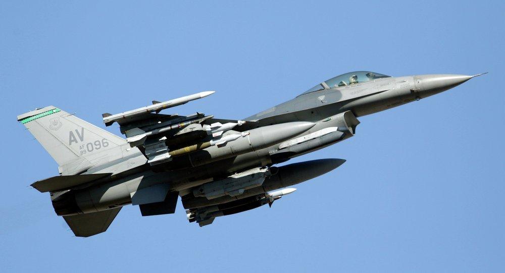 طیاره شکاری F-16 ضد داعش