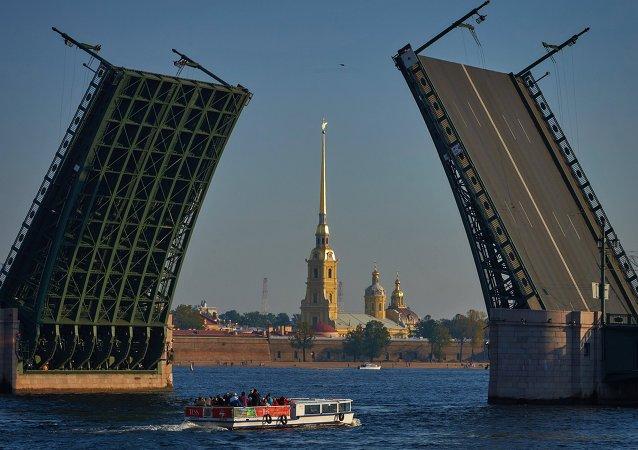 بازسازی پلهای پترزبورگ تا آغاز جام جهانی فوتبال