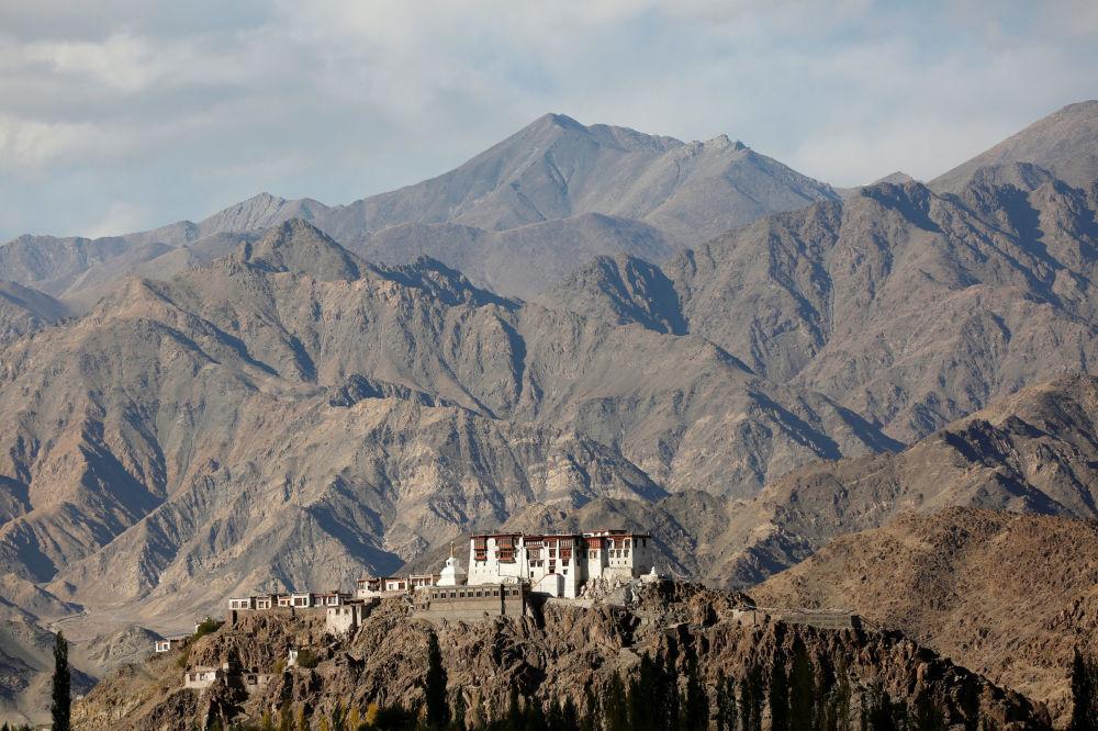 معبد بودایی در قله هیمالیا هند