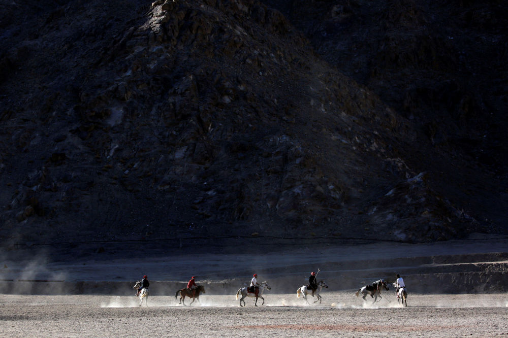 مردم در حال بازی در لاداخ